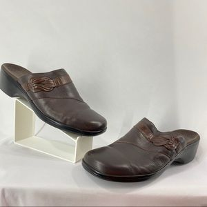 Clarks Two Tone Brown Mules
